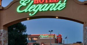 Robber Pretends To Be Plumber, Pulls Knife On Hotel Guest, Hotel Guest Pulls Gun
