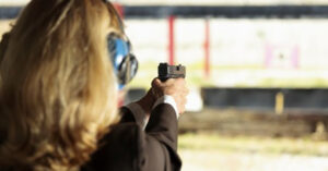 4′ 11″ 105lb Woman Stops 200lb Attacker With Her Pocket Carry Pistol