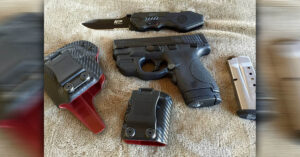#DIGTHERIG – Michael and his S&W M&P Shield 9mm in a Chase's Custom Holster