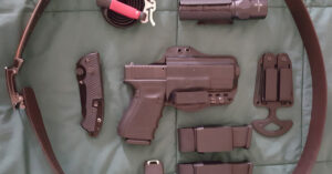 #DIGTHERIG – Jonathan and his Glock 19 or 43 in a Bravo Concealment Holster