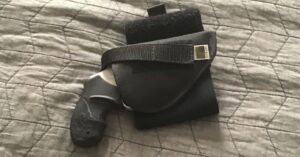 #DIGTHERIG – Adrian and his Taurus 85 Ultralite in an Outbags Ankle Holster