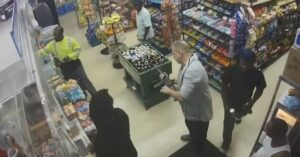 [VIDEO] FL Man Threatens Clerk With AR-15 Over $1, Bystanders Don't Seem Too Concerned