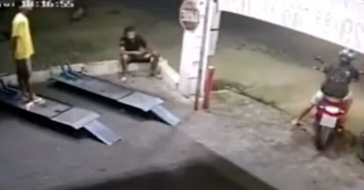This Attempted Murder Happens So Quickly, It's Amazing The Guy Survived