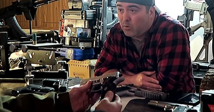 [VIDEO] Idiot Gun Shop Employees