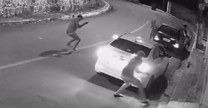 Armed Citizen Had Gun Ready, Makes Easy Work Of 3 Armed Attackers